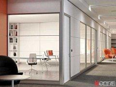 在广州办公室装修为什么流行玻璃隔断?